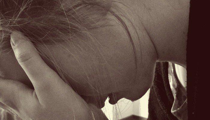 Kvinde sorg trist