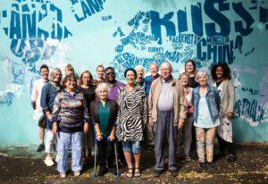 Gruppefoto med Jette Møller i midten